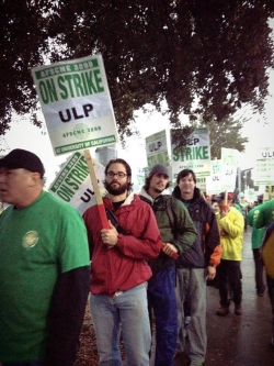 Campus workers picket at UC Davis