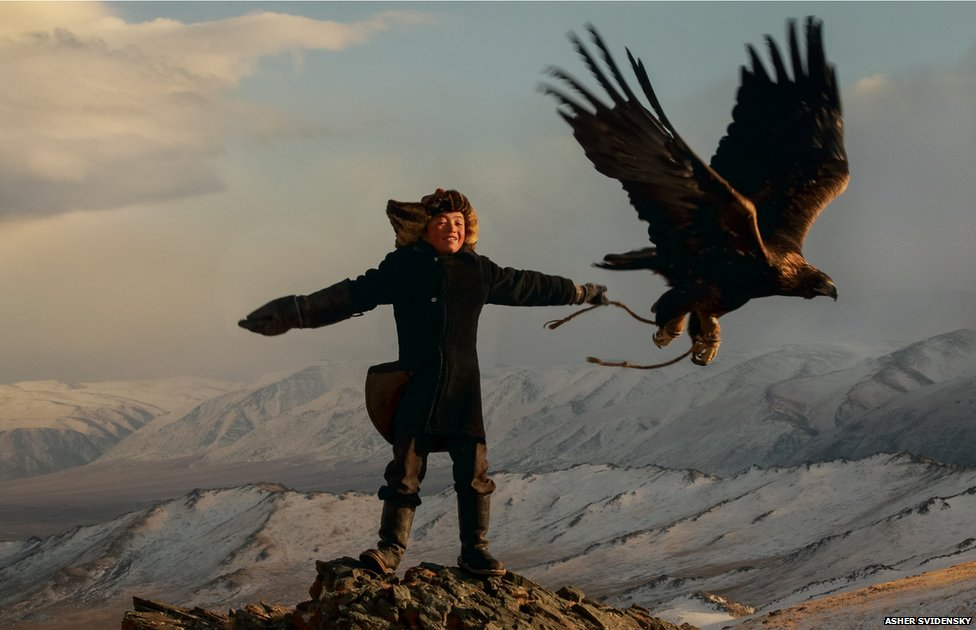 the world's only girl hunting with a golden eagle